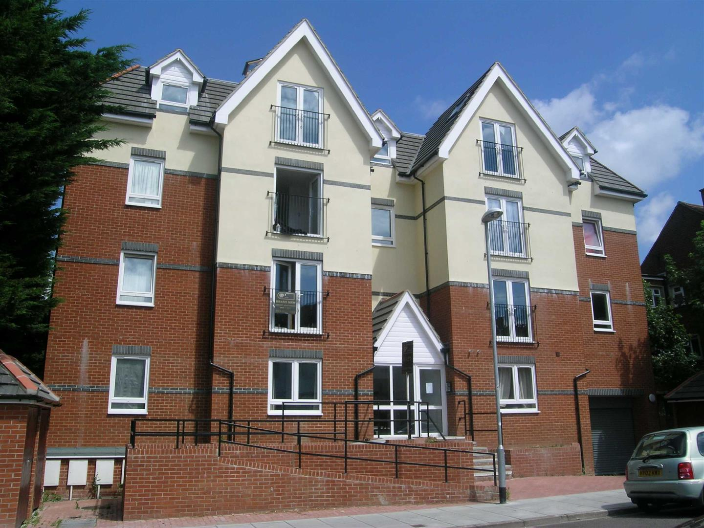 2 Bedrooms Flat for sale in St Simons Road, SOUTHSEA, Portsmouth, Hampshire
